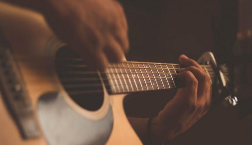 Lær deg å spille gitar online